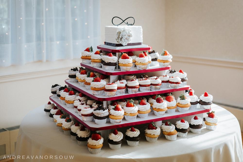 wedding_cake_cupcake_reception_tiered_details_strawberry_wedding.jpg