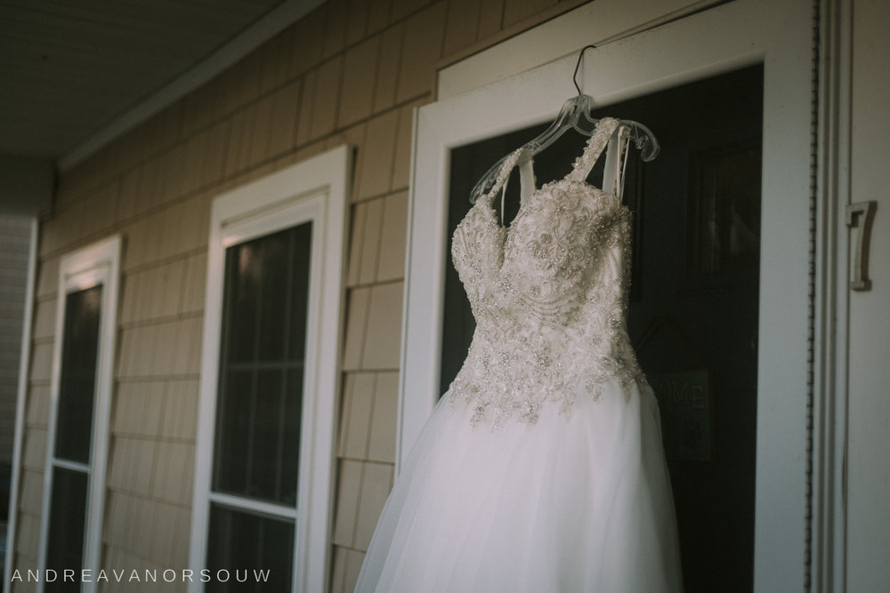 pawtucket_country_club_wedding_outdoors_rhode_island_new_england_connecticut_summer_Wedding_natural_photographer_photography_dress_bride_gown.jpg