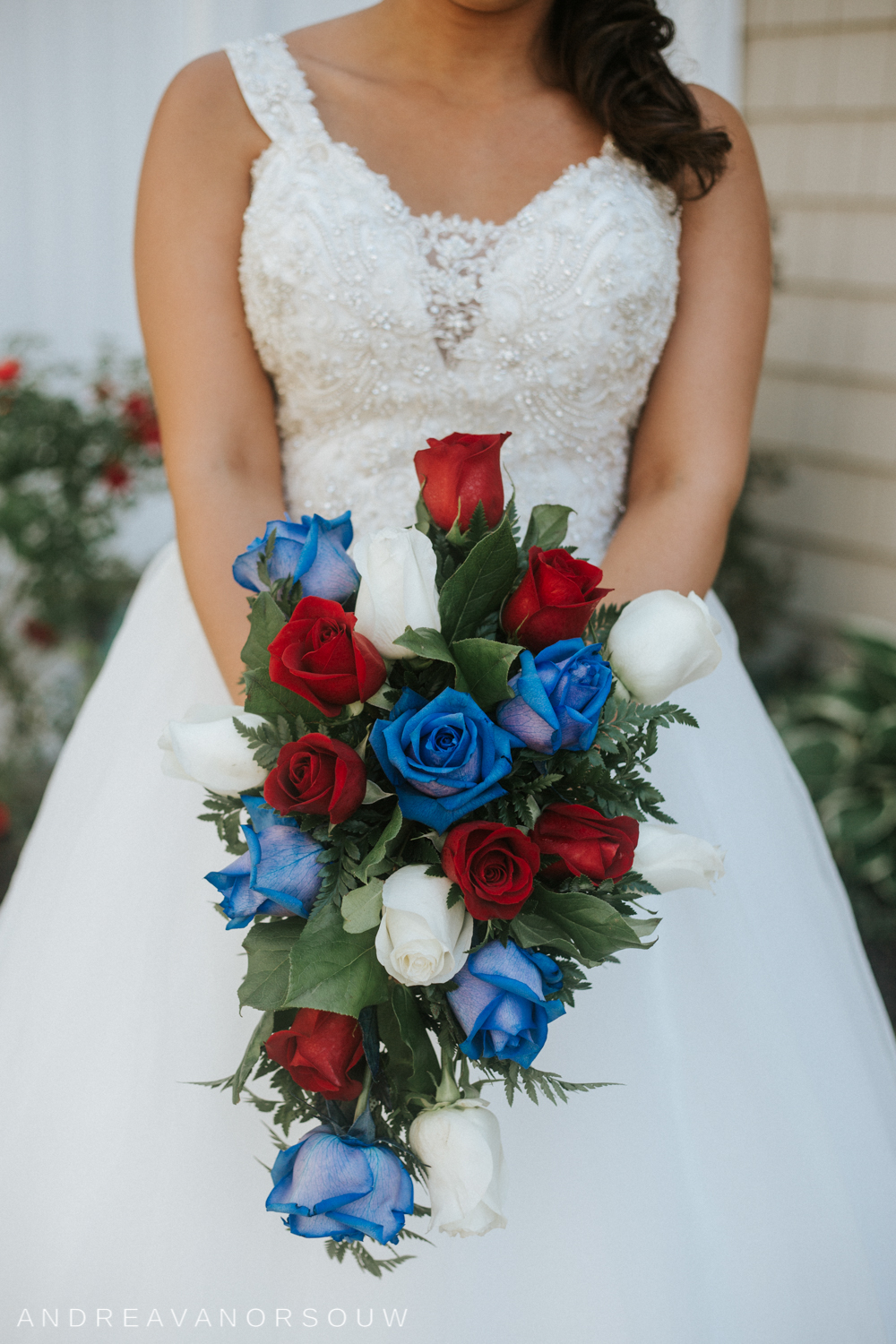 pawtucket_country_club_wedding_outdoors_rhode_island_new_england_connecticut_summer_Wedding_natural_photographer_photography_red_white_blue_bouquet.jpg