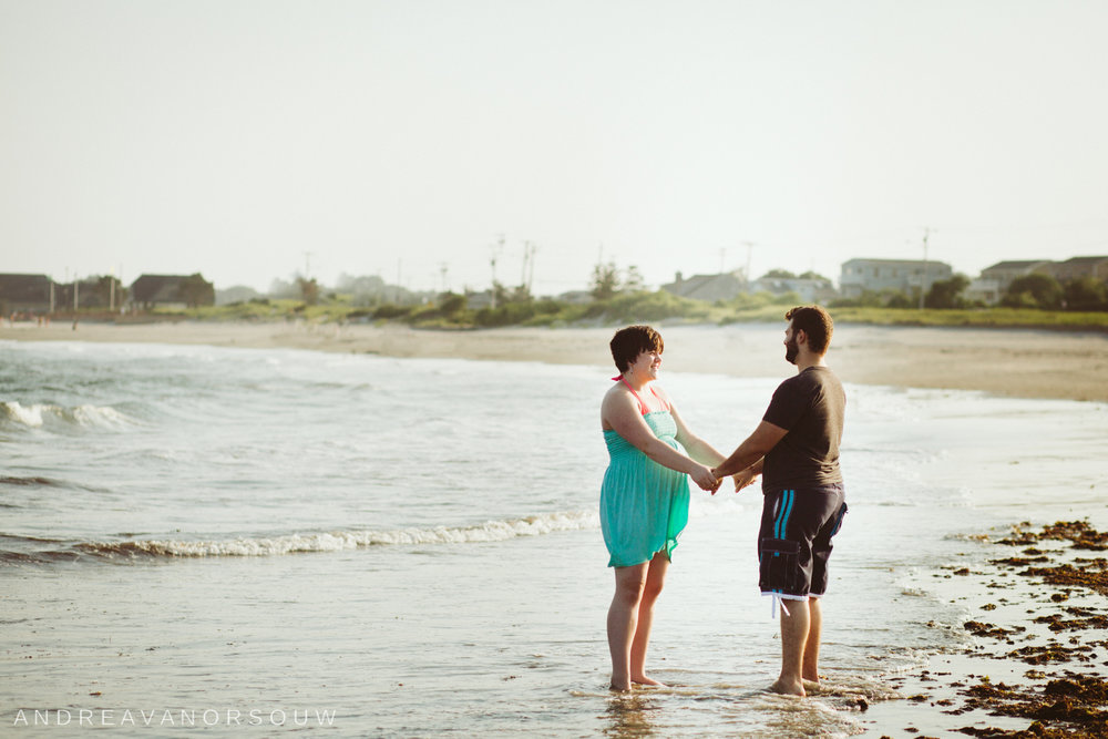 narragansett_rhode_island_scarborough_beach_maternity_married_couple_connecticut_new_england_wedding_photographer_natural_fun_geniune_laidback.jpg