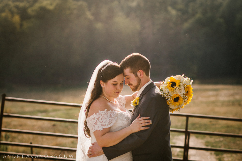 rustic_barn_wedding_at_salem_cross_inn_in_west_brook_field_massachusetts_by_connecticut_wedding_photographer.jpg