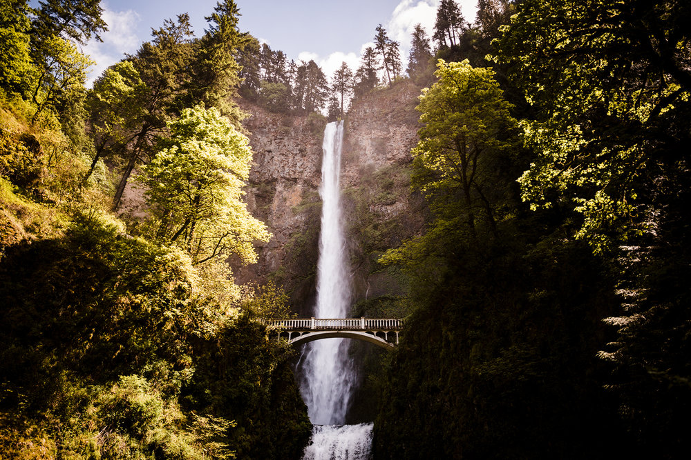 travelling-destination-photographer-weddings-elopment-engagement-multnomah-falls-portland-oregon-west-coast-pacific-north-west.jpg