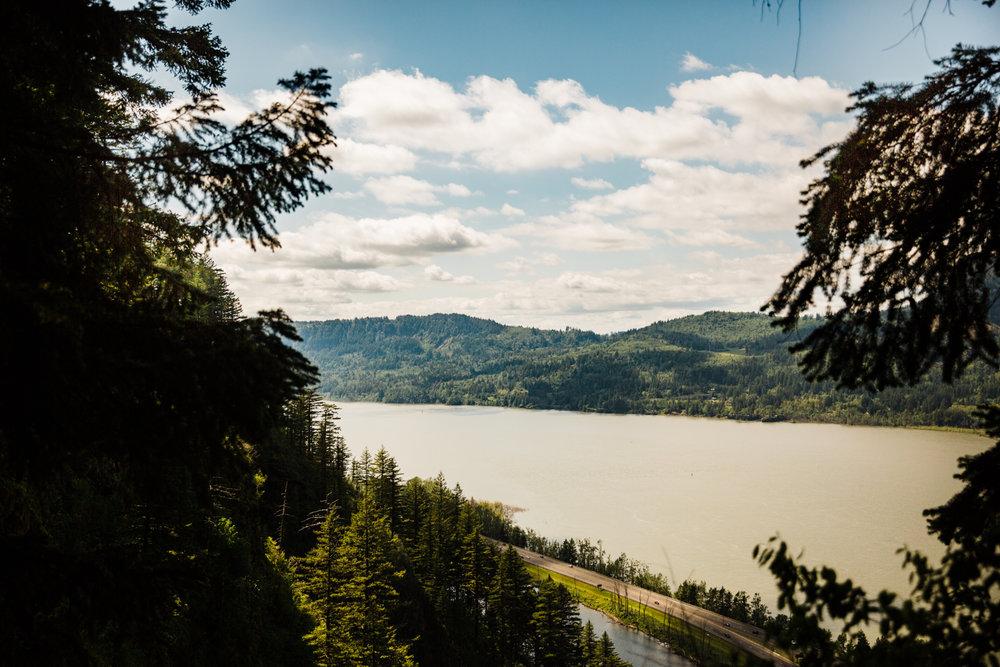 multnomah-falls-oregon-scenery-landscape-adventure-photography.jpg