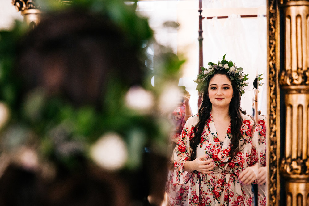 gwyn-careg-inn-pomfret-connecticut-new-england-rhodeisland-massachusetts-flower-crown-bride-wedding.jpg