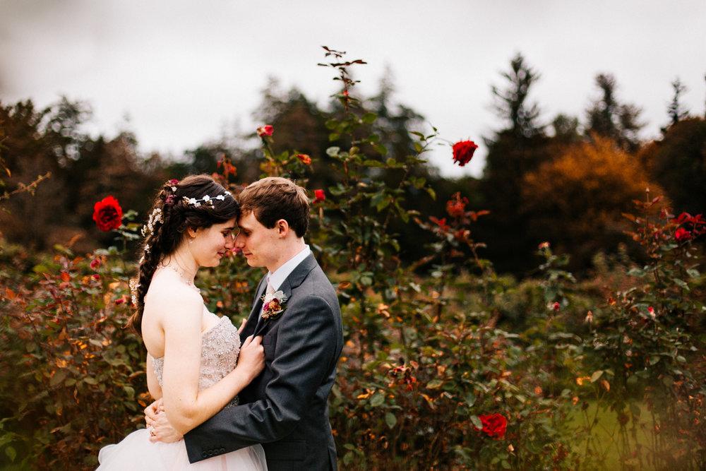 wedding-connecticut-elizabeth-park-hartford-new-england-rose-themed-fall-wedding.jpg