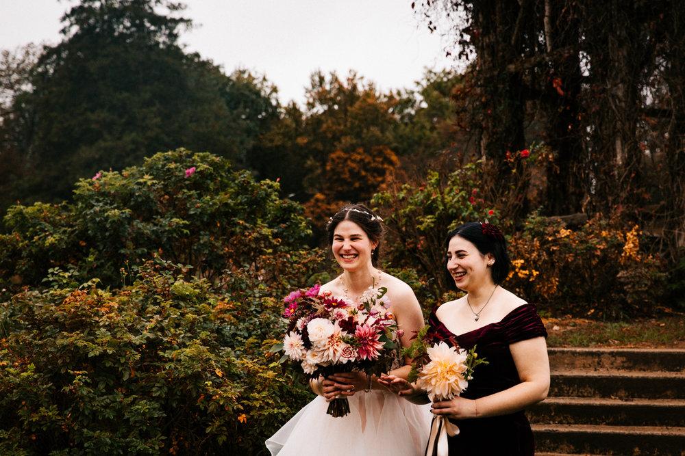 maid-of-honor-familky-sister-rose-garden-wedding-elizabeth-park-hartford-connecticut-new-england-boston-photographer.jpg