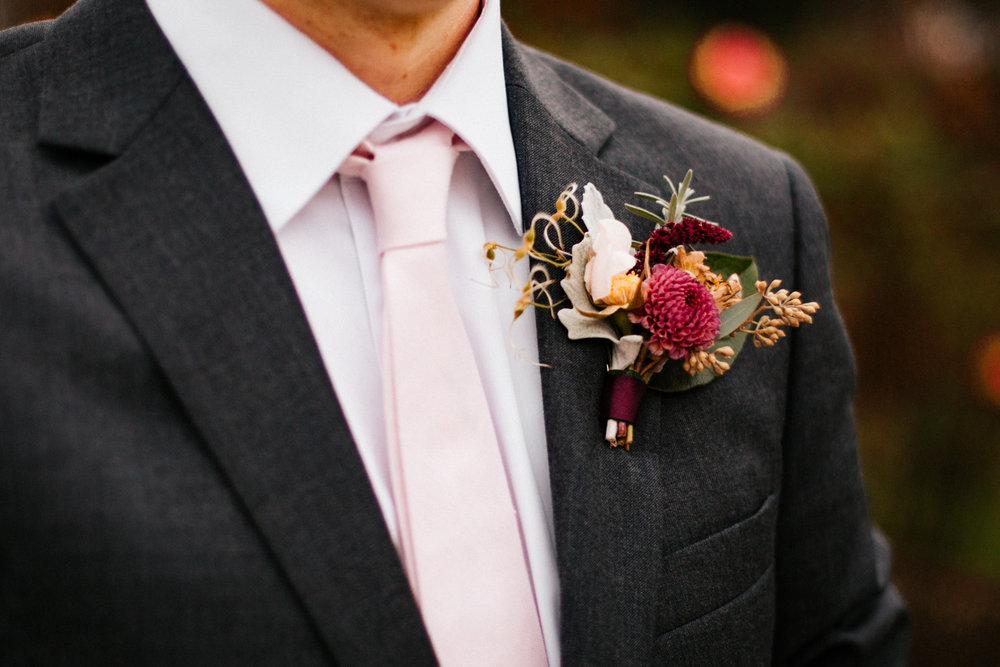 bouttonneire-purple-autumn-wedding-boston-new-england-rhode-island-massachusetts-elizabeth-park.jpg