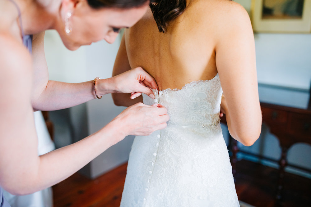 12. massachusetts-boston-adventurous-wedding-photographer-salem-cross-inn-andrea-van-orsouw-photography-natural-fun.jpg