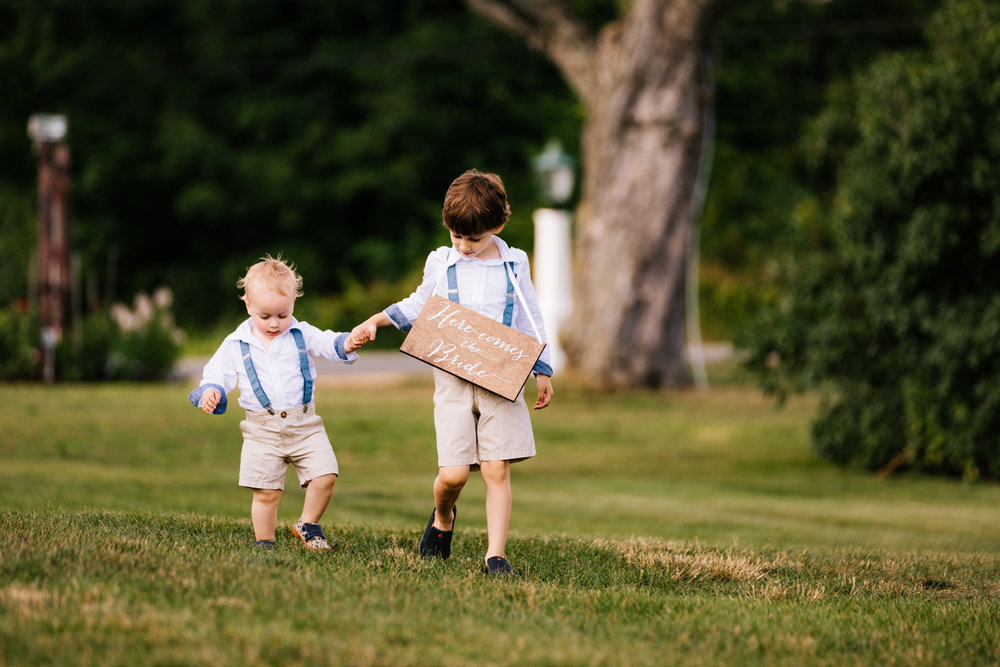 20. wedding-salem-cross-inn-boston-massachusetts-fun-adventurous-photographer-andrea-van-orsowu-photography-natural.jpg