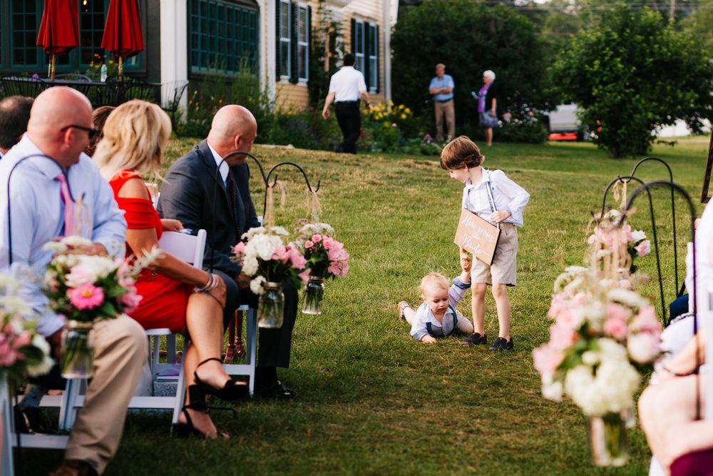 21. natural-andrea-van-orsouw-photography-massachusetts-boston-wedding-salem-cross-inn-adventurous-fun-wedding.jpg