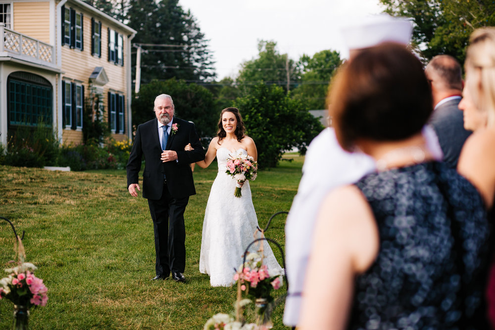 23. salem-cross-inn-wedding-boston-massachusetts-adventurous-fun-photographer-andrea-van-orsouw-photography-natural.jpg
