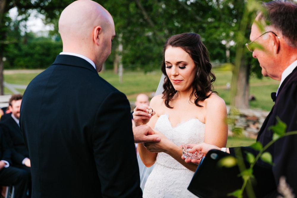28. andrea-van-orsouw-photography-salem-cross-inn-fun-natural-wedding-boston-massachusetts-adventurous-photographer.jpg