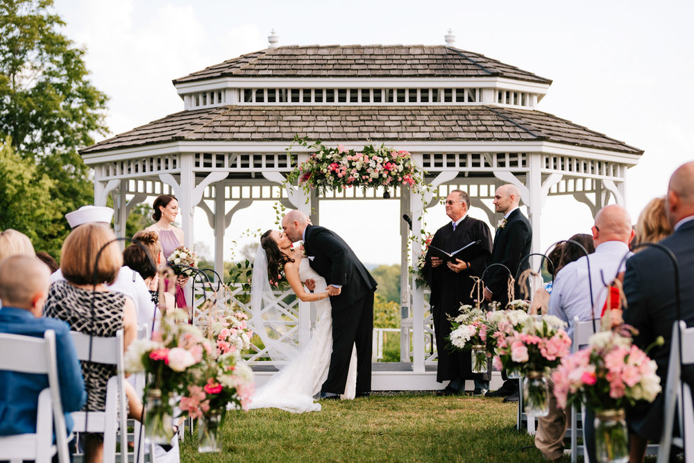 29. boston-massachusetts-fun-adventurous-natural-photographer-salem-cross-inn-wedding-andrea-van-orsouw-photography.jpg