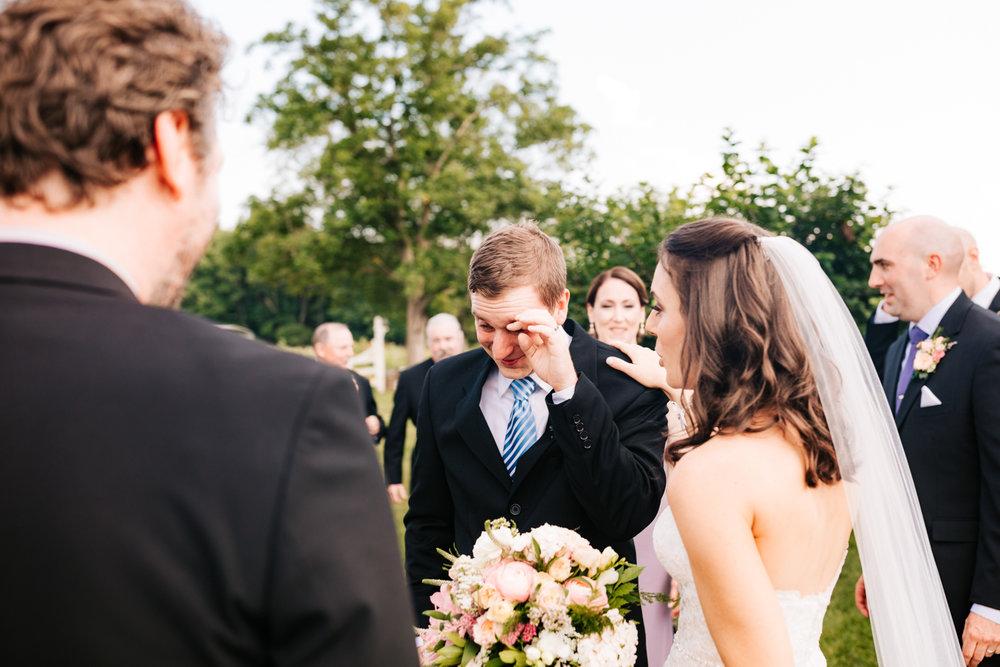 33. salem-cross-inn-wedding-natural-fun-andrea-van-orsouw-photography-adventurous-boston-photographer-massachusetts.jpg