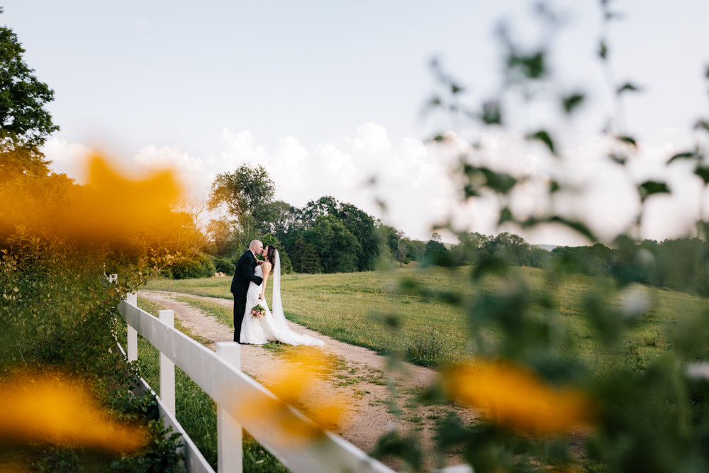 40. boston-massachusetts-salem-cross-inn-natural-adventurous-photographer-andrea-van-orsouw-photography-wedding-fun.jpg