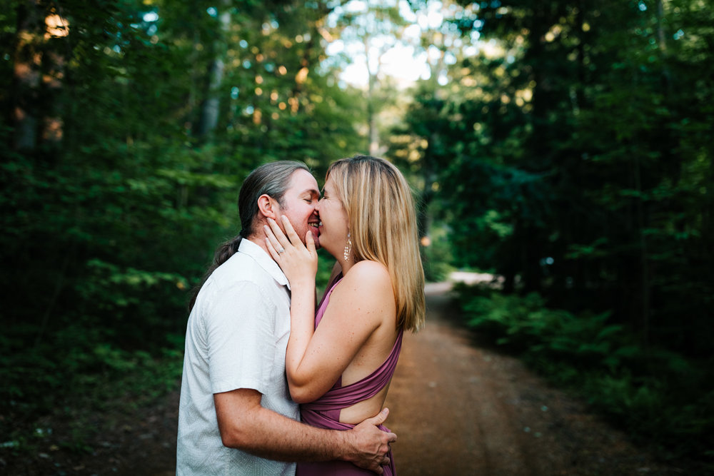 adventure-photographer-andrea-van-orsouw-photography-natural-woodsy-engagement-dublin-new-hampshire-fun.jpg
