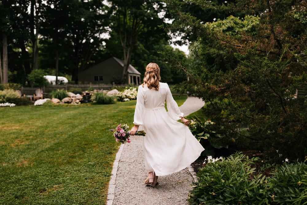 1. dublin-new-hampshire-indie-adventurous-photographer-andrea-van-orsouw-photography-fun-natural-wedding-8.jpg