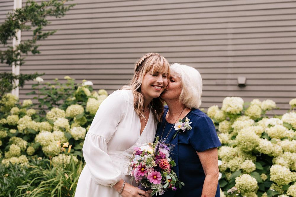 1. dublin-new-hampshire-indie-adventurous-photographer-andrea-van-orsouw-photography-fun-natural-wedding-13.jpg