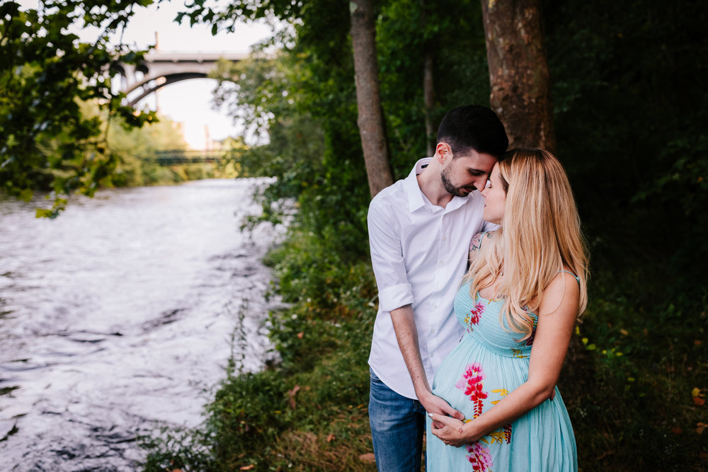 1. fun-maternity-photographer-adventurous-rhode-island-natural-blackstone-river-park-andrea-van-orsouw-photography-7.jpg
