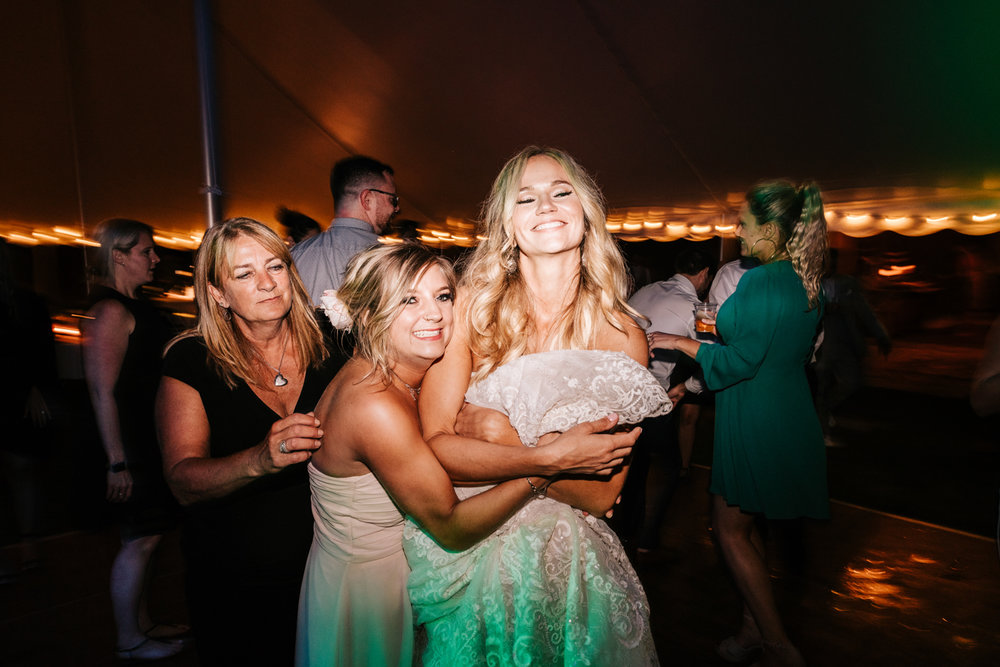 5. whately-massachusetts-fun-wedding-photographer-andrea-van-orsouw-photography-albuquerque-natural-photographer-el-paso-fun-26.jpg