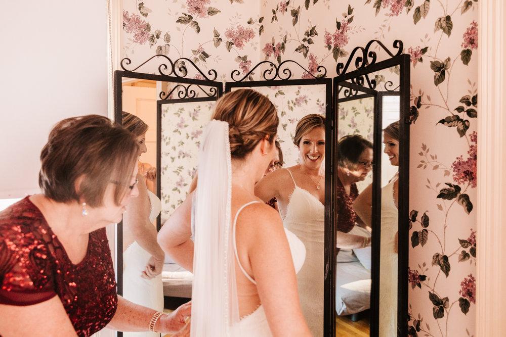 2. new-mexico-fun-wedding-photographer-fun-andrea-van-orsouw-photography-natural-albuquerque-andrea-van-orsouw-photography-governors-inn-new-hampshire-10.jpg