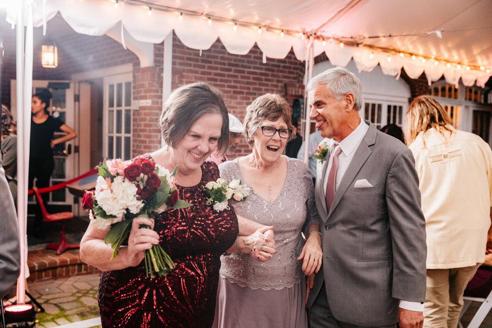 6. new-mexico-fun-adventurous-wedding-photographer-governors-inn-new-hampshire-natural-wedding-andrea-van-orsouw-photography-7.jpg