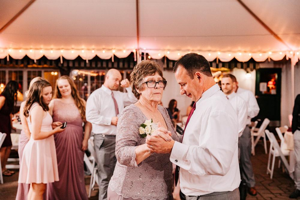 7. governors-inn-new-hampshire-wedding-photographer-natural-fun-albuquerque-adventurous-andrea-van-orsouw-photography-new-mexico-6.jpg