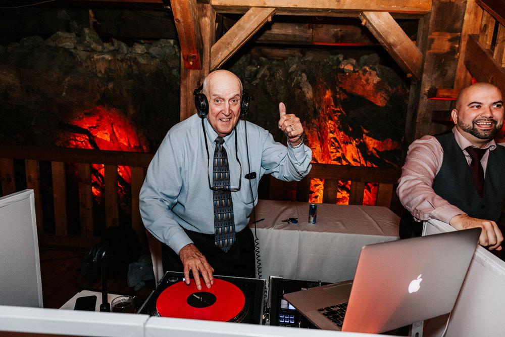11. fun-albuquerque-boston-adventurous-wedding-photographer-phoenix-andrea-van-orsouw-photography-natural-red-lion-inn-2.jpg