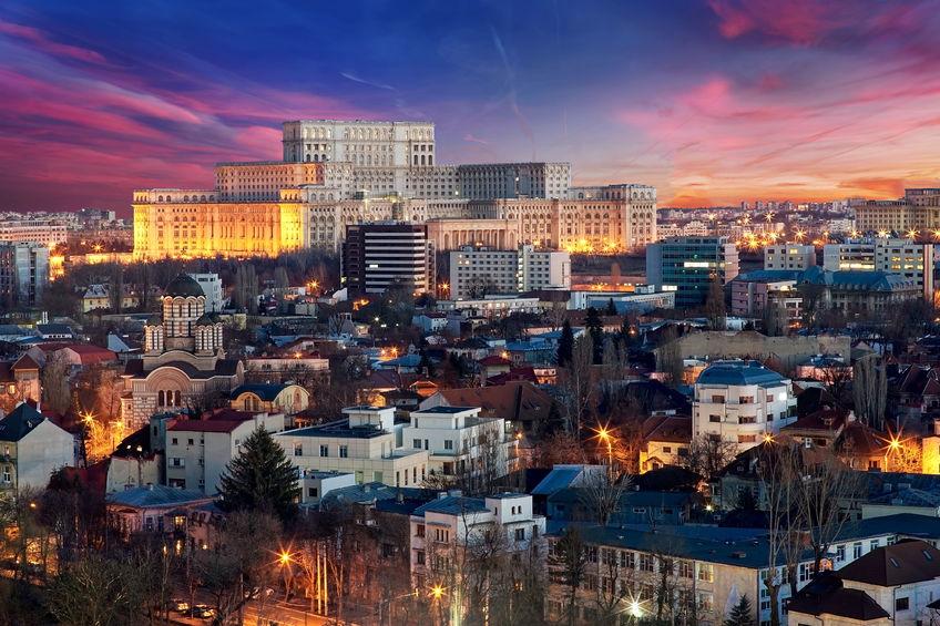București, Palatul Parlamentului la apus, copyright imagine:   outchill  /123RF