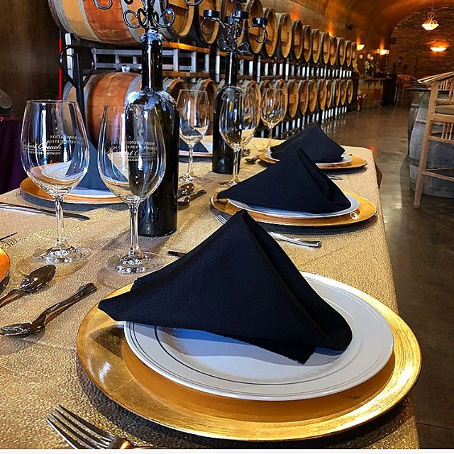 Happy Tuesday! #corporateevents #dinnerpartyideas #tablescape #2019events