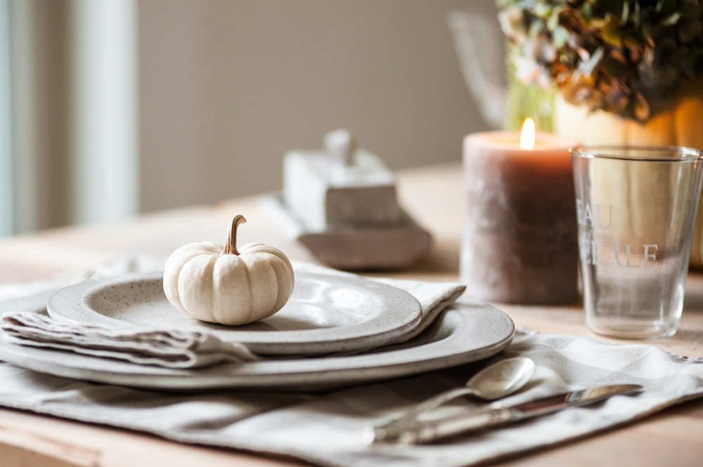 pumpkin_dishes_and_candle_on_table