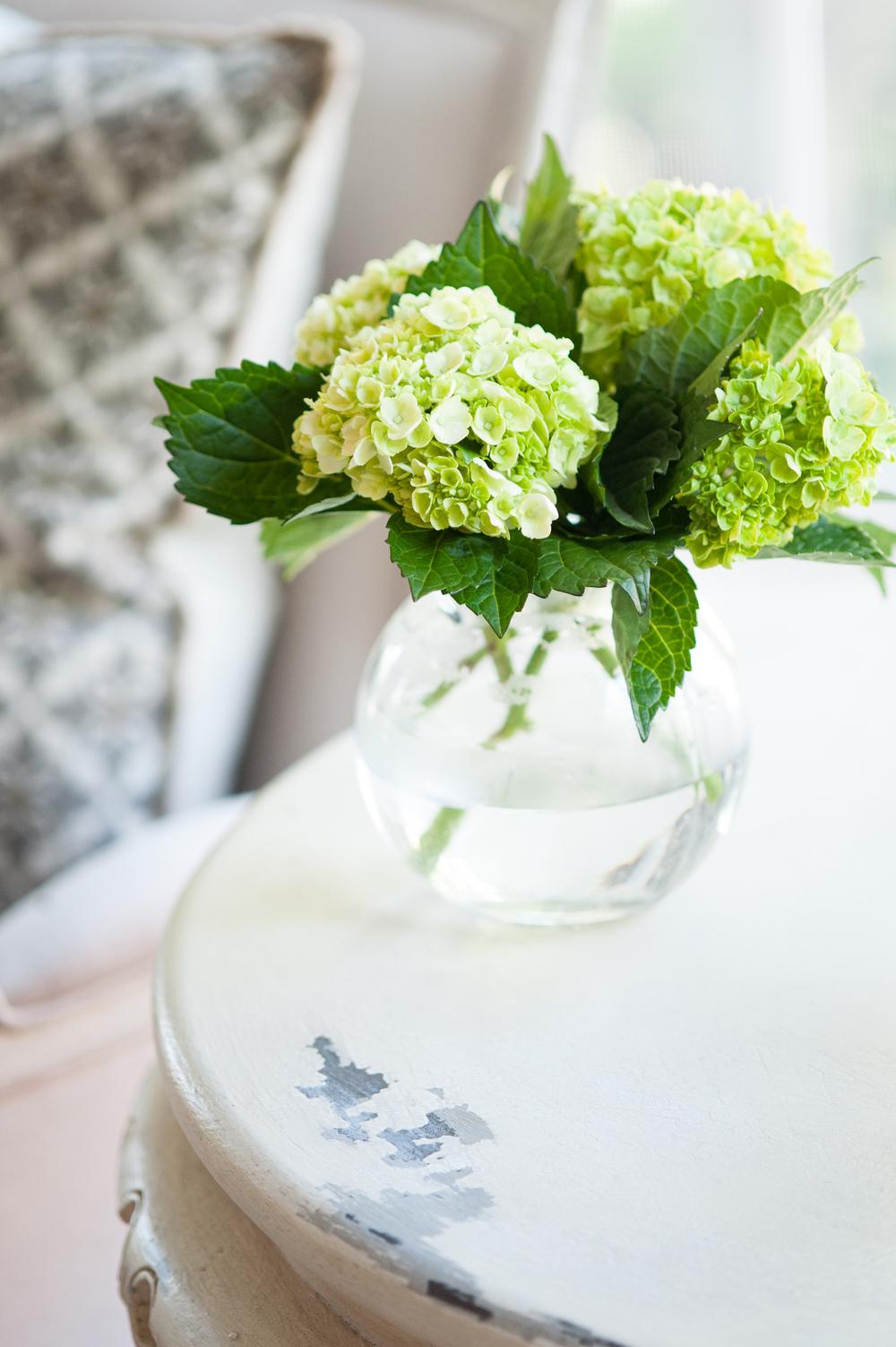 closeup_flowers_in_vase