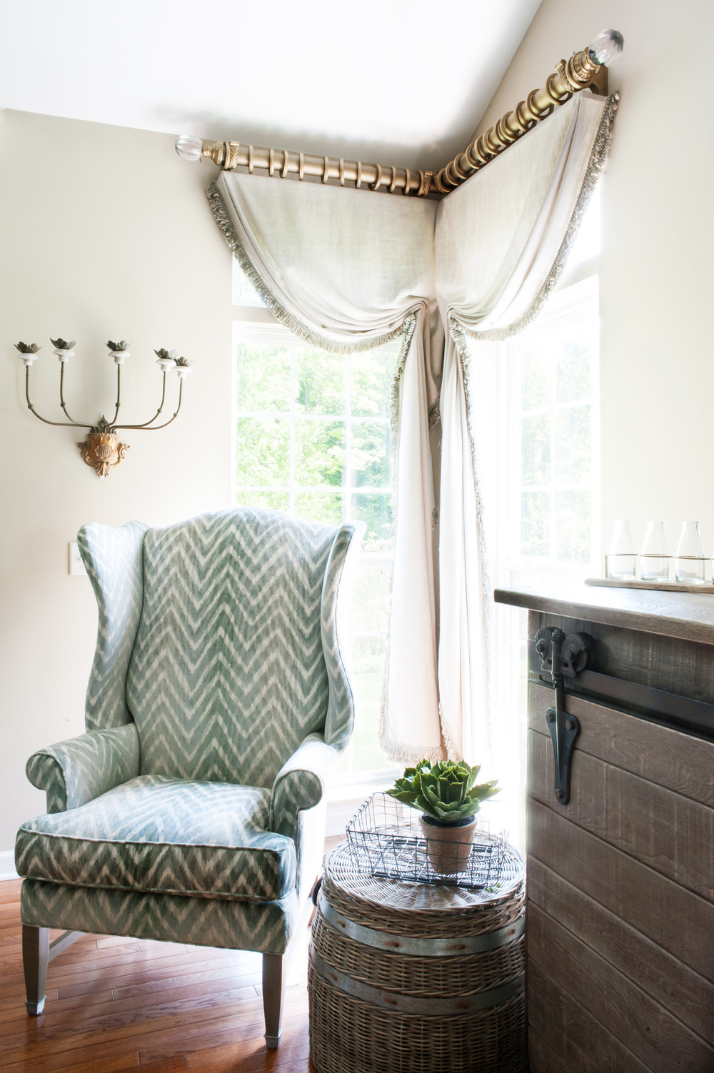 linen_window_treatments_with_chair