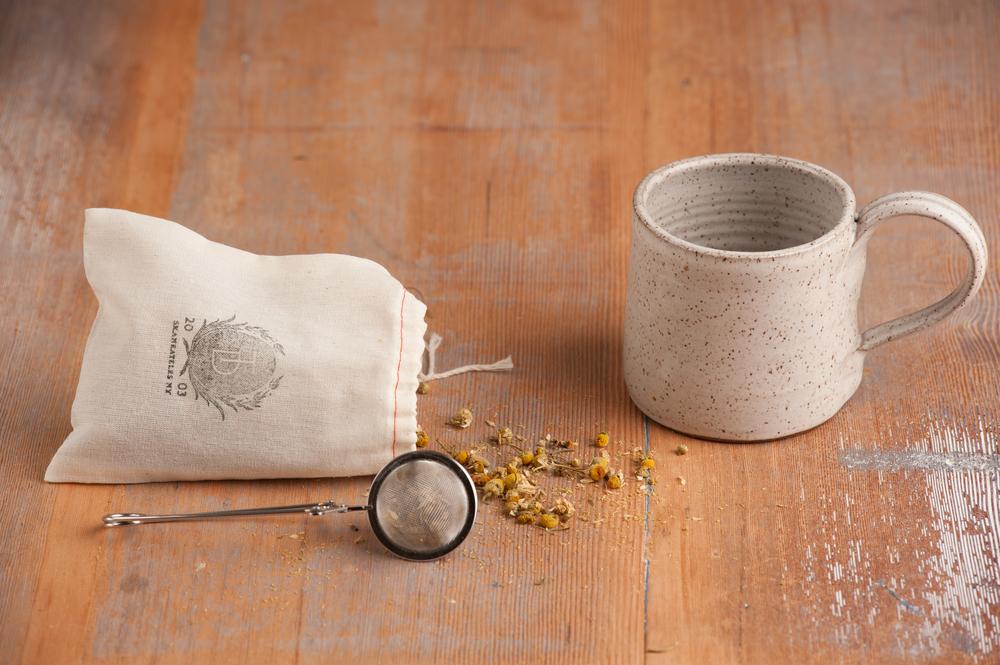 mug_with_tea_diffuser_and_loose_tea