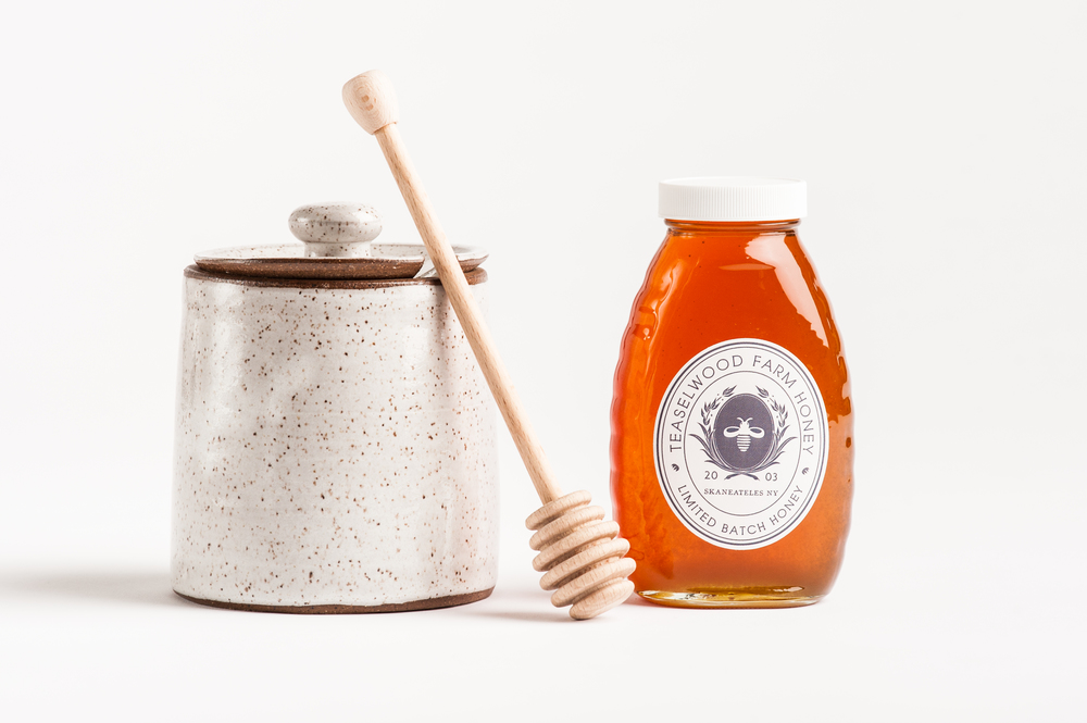 stoneware_honey_pot_and_dipper