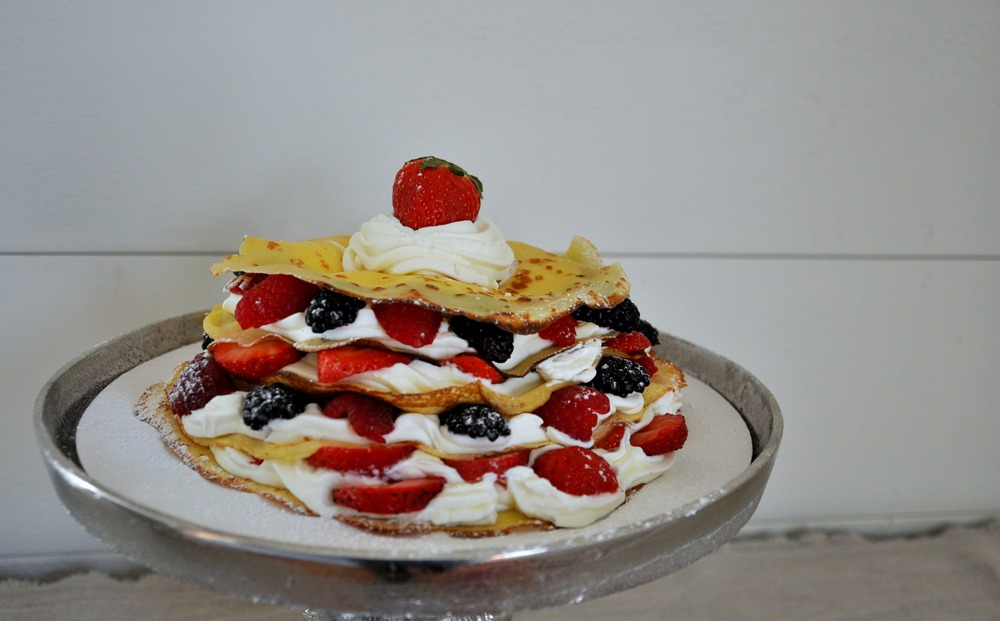 pancakes_with_berries_and_cream