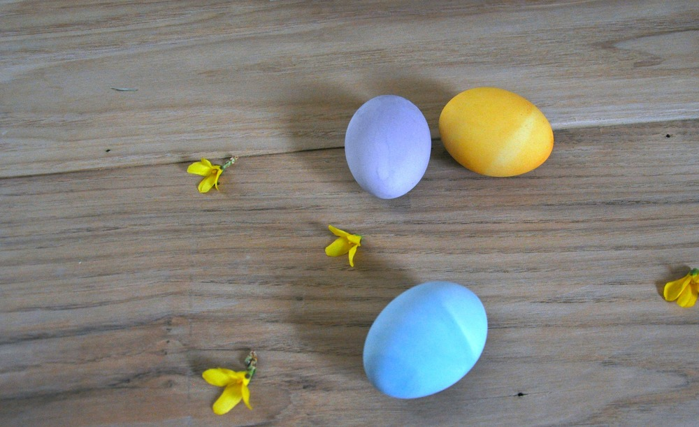 dyed_eggs_on_table