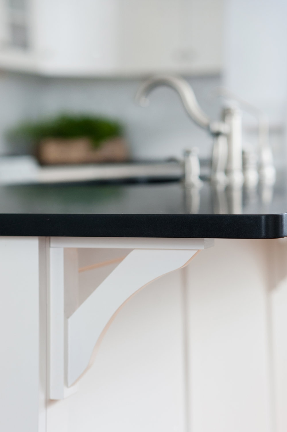 white-kitchen-bracket