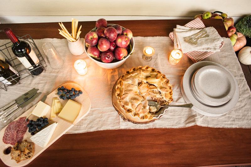 Apple pie tablescape