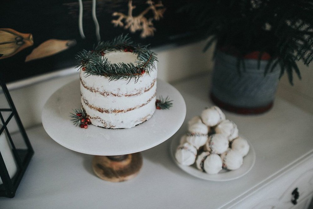 Holiday-Party- Scandanavian-table-decor-red-white-evergreens-naked-cake