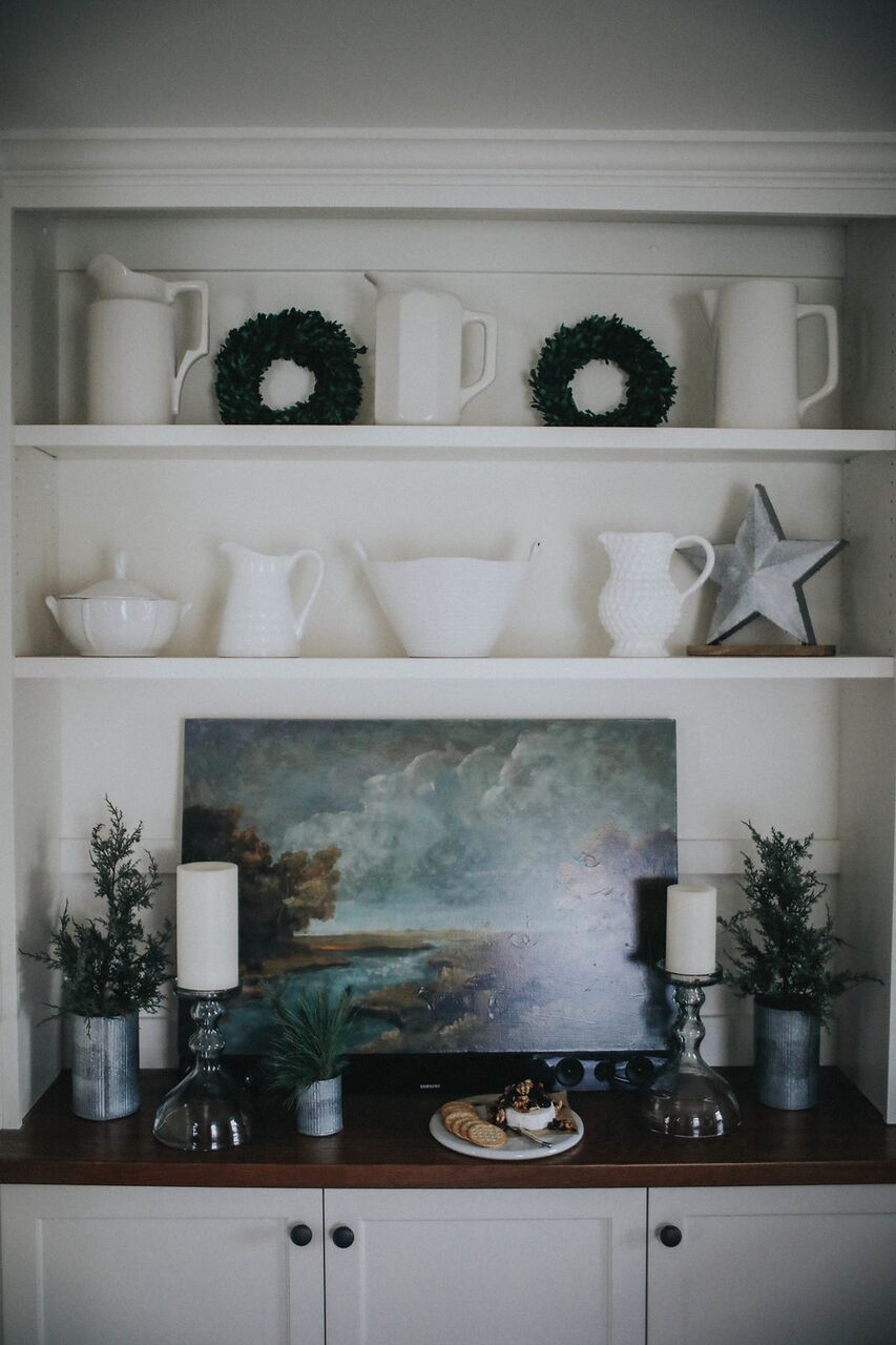 Holiday-Party- Scandanavian-table-decor-red-white-evergreens-built-ins-dining-room