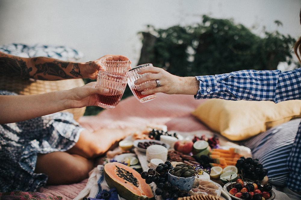 summer-lakeside-picnic