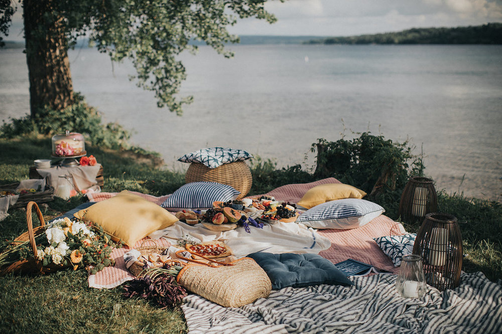 summer-lake-side-picnic