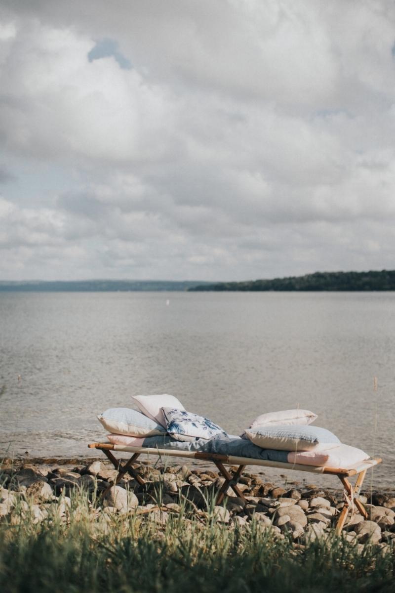 Vintage-Cot-lake-side