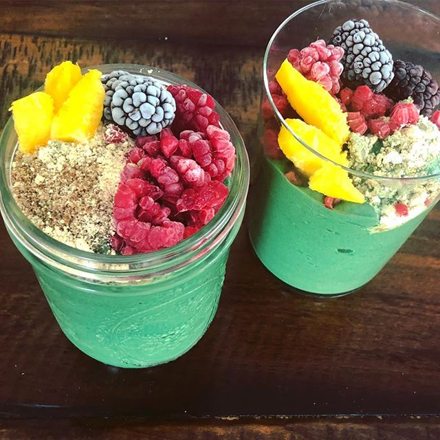 GREEN BLUE SMOOTHIE. Traditional green spirulina and new blue-magic Spirulina make this beautiful blue-green smoothie which is a treat for the senses because we eat with our eyes 👀 too!  #monday #smoothiebowl #nutrition #healthyfood #food #spirulina #wellness #longevity #healthcoach