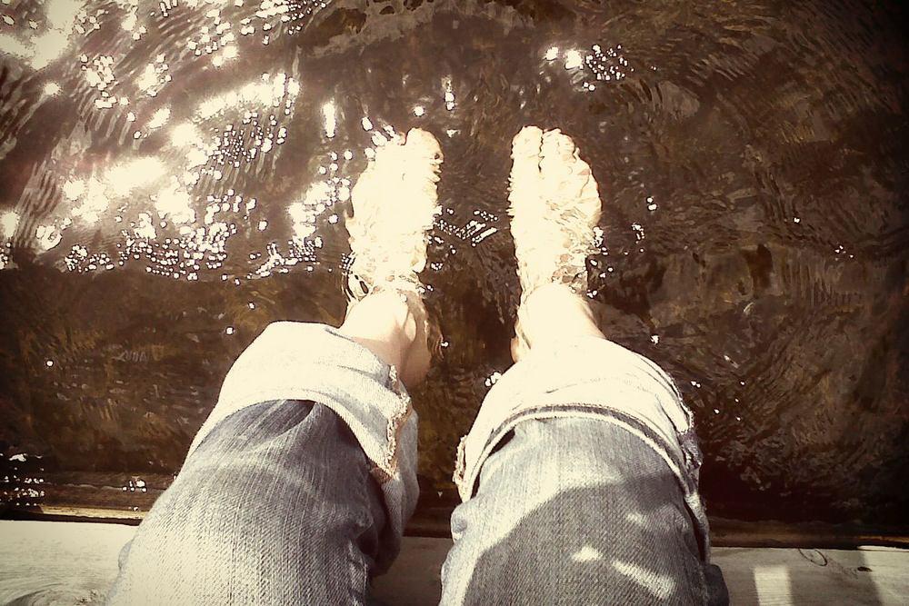 iQ_BKG_Site_DR_Feet.jpg