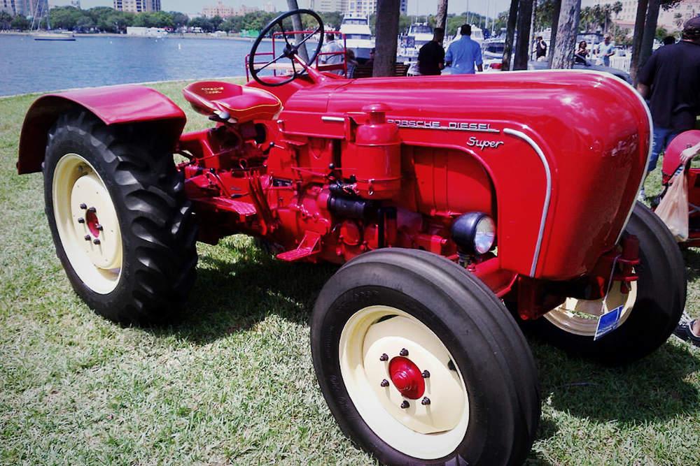 iQ_BKG_Site_DB_Tractor.jpg