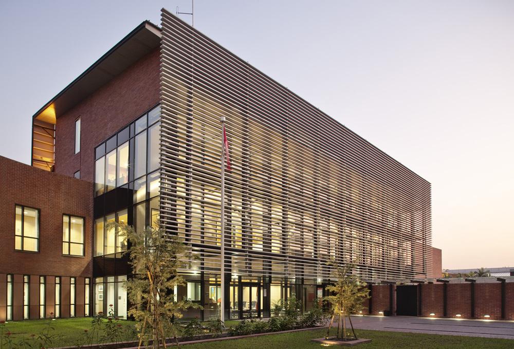 Canadian Chancery Dhaka Exterior 05