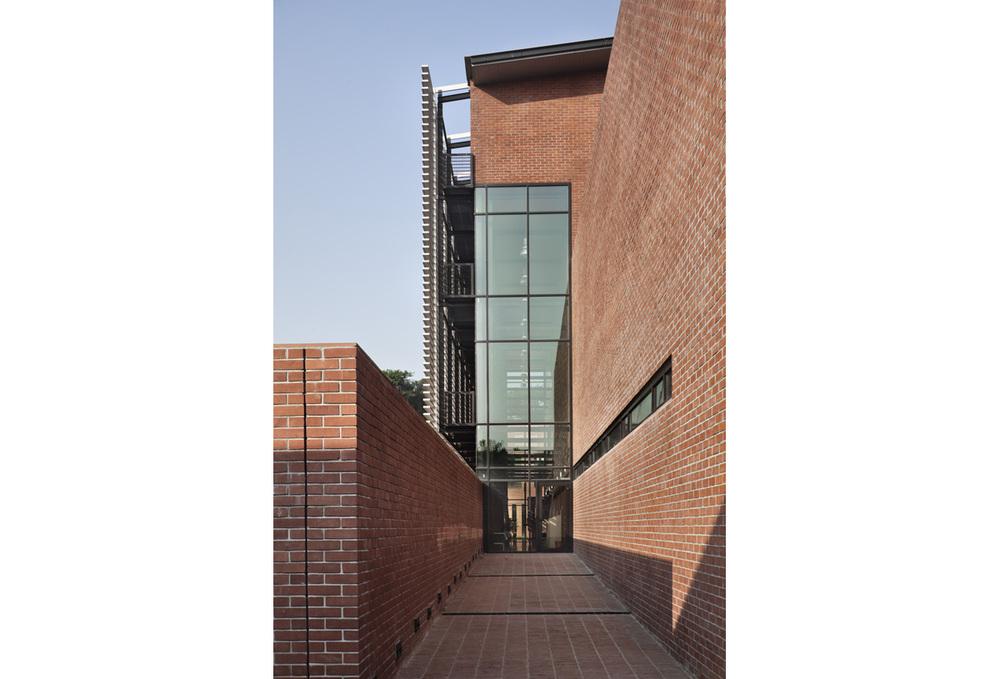 Canadian Chancery Dhaka Exterior 03
