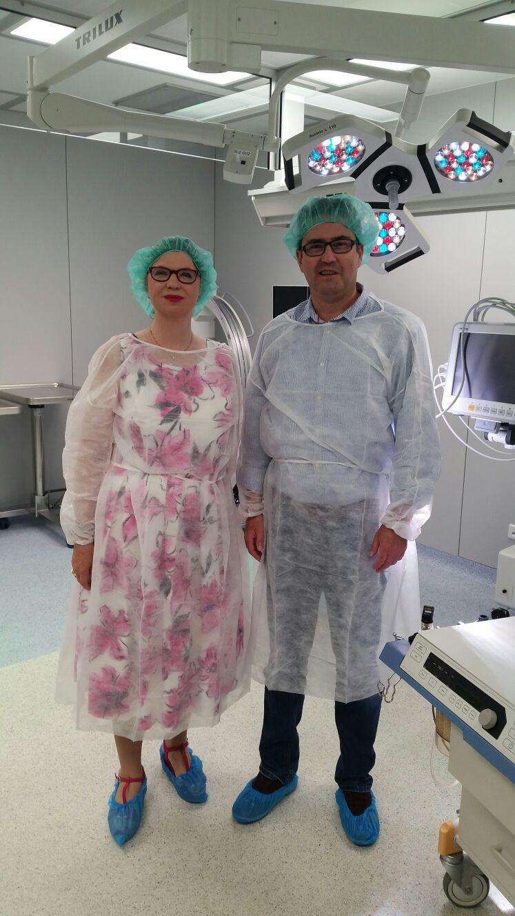 Vera Wenkert in der Klinik mit Dr. med. Buchmann